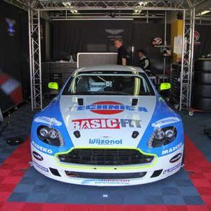 Rhesus Racing GT4 Pitbox